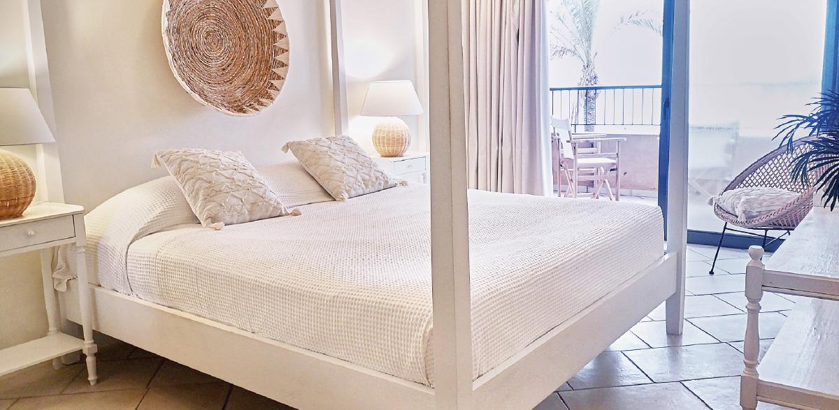 01-plaza-beach-house-sea-view-apartment-in-crete