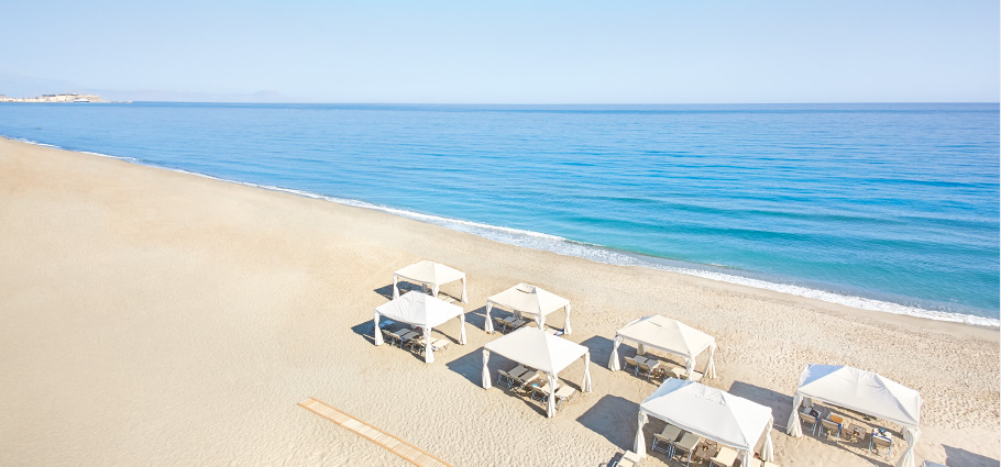 02-beach-experience-in-plaza-hotel-in-crete-with-sea-view
